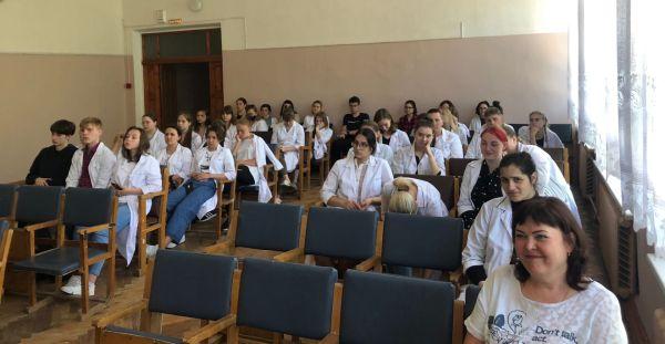 Студенты медицинского колледжа в Старой Руссе узнали много нового о профсоюзе
